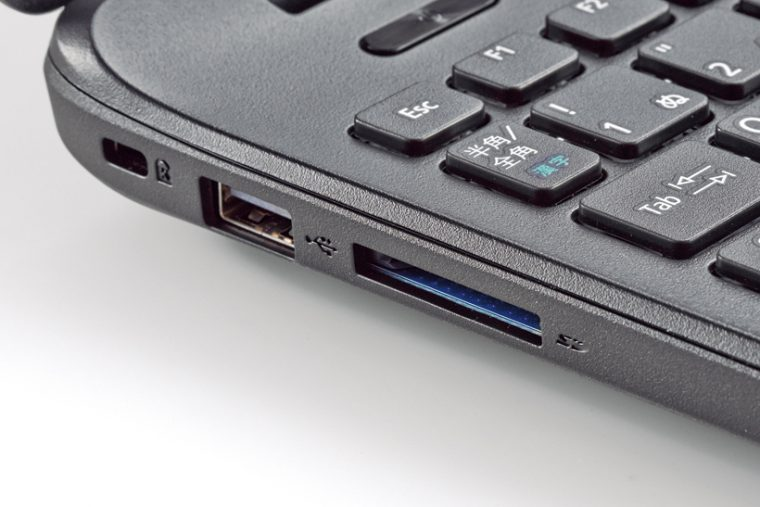 ↑USBやSDカードスロット、HDMI端子など、必要な端子はしっかり搭載しています