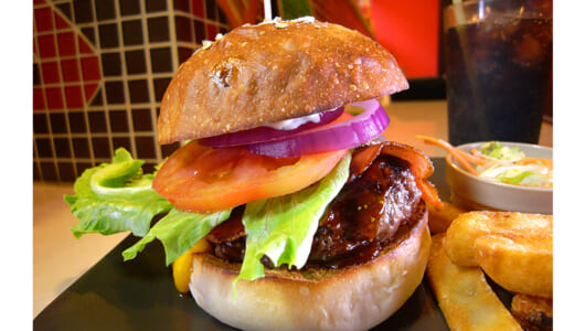 組み合わせは3000通り以上!? どんなハンバーガーも美味しく作ってくれる体重170kgの名物店主がいる高円寺「FATZ'S」