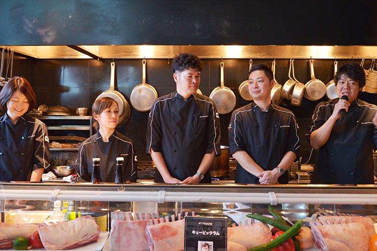 ↑右から、山下さん、東さん、ノグチさん。その隣の女性は「ザ・リッツ・カールトン東京」にあるミシュランガイド1ツ星のレストラン「Azure45」のスーシェフ・宮島由香里さんで、その隣はフードビジネスコンサルタントの石川史子さん