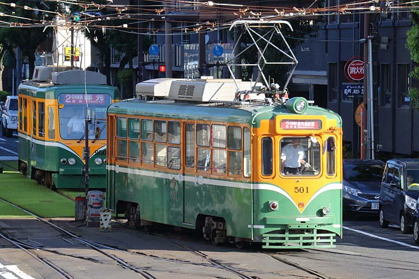 ↑1955(昭和30)年に登場した500形。2017年には最新の7500形の導入で廃車される予定だ