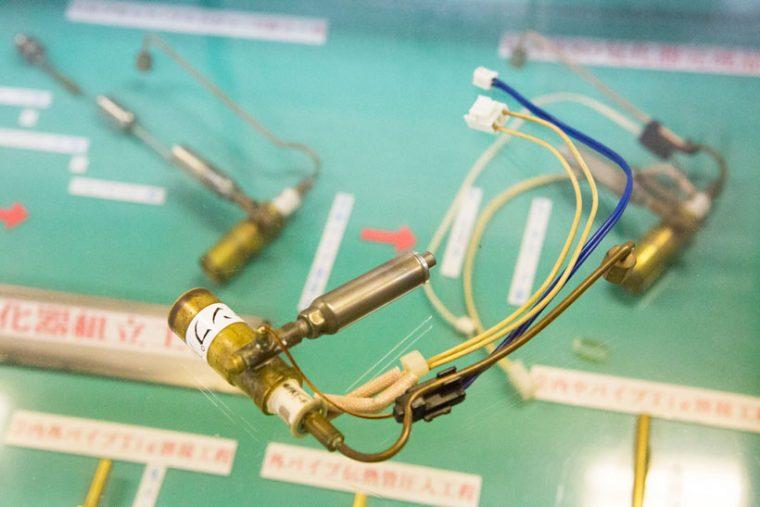 ↑気化器とは、ガス化させた燃料を吹き出す装置で、石油ファンヒーターの心臓部でもあります。同社の気化器は「素早い着火」と「燃料臭を逃がさない」特殊な仕組みだそう