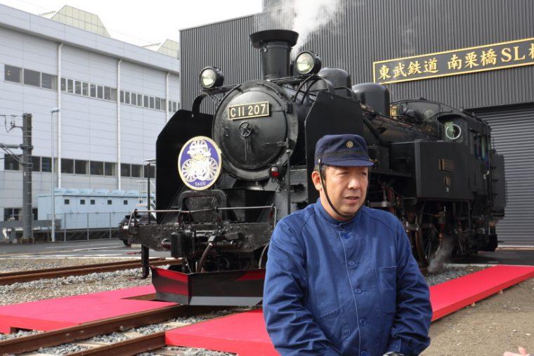 ↑「SLの運転は難しいが、やりがいがある」と話す船田博美さん。南栗橋に専用の検修庫も造られた
