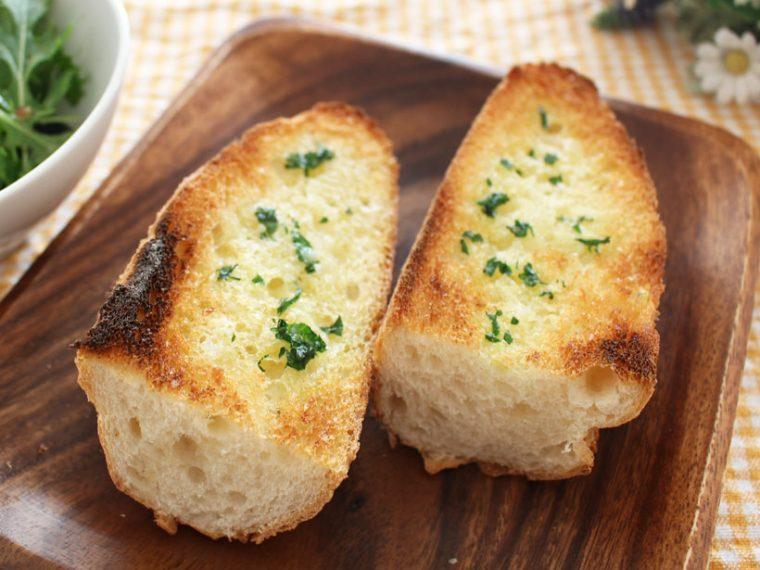 ↑フランスパンでつくるガーリックトーストも、3分でこんがり焼きあがりました