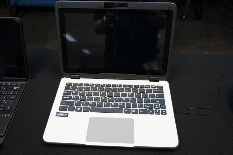 ↑「小学生用タブレット」。クラムシェル方のノートPCでディスプレイが360度回転してタブレットとしても使用可能