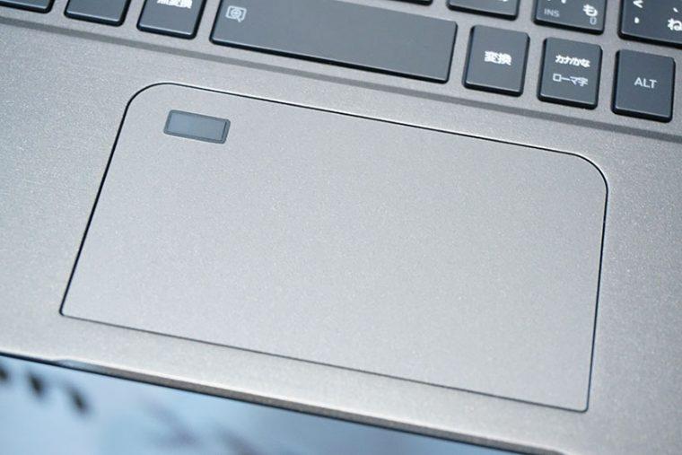 ↑大型のタッチパッドには指紋センサーを全モデル共通で搭載