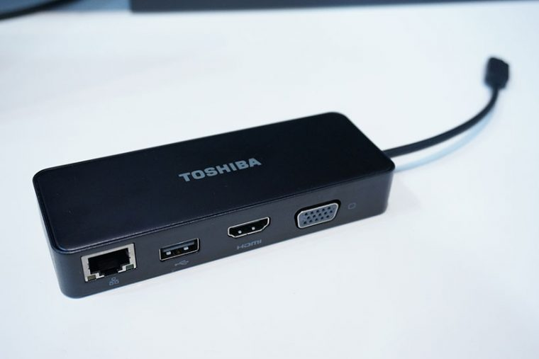 ↑有線LANやUSB3.0、VGAコネクタを備えたアダプター。HDMIは4K出力に対応します