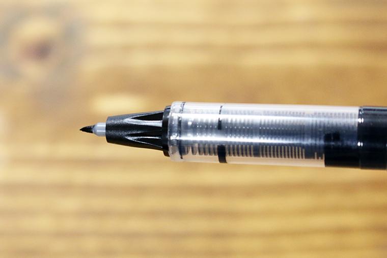 ↑細くて硬いチップは、カリカリしつつもコシのある書き応え