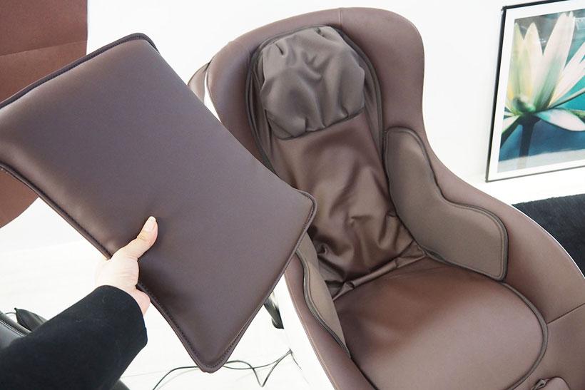 ↑本体に取り付けられたクッションを外すことで、揉み玉を露出して強い力でマッサージ可能。強いマッサージが苦手な場合は、クッションの上からもむこともできます