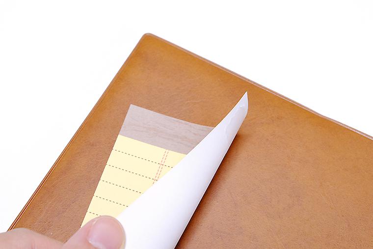 ↑メモの裏にテープをつけるだけで付せんのように使えます