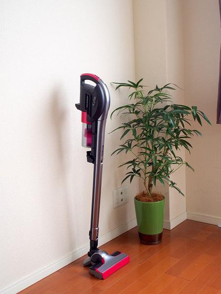 ↑本体は自立するので、お掃除を中断する場合も便利です