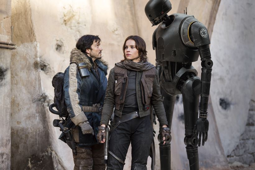 Rogue One: A Star Wars Story L to R: Cassian Andor (Diego Luna), Jyn Erso (Felicity Jones) and K-2SO (Alan Tudyk) Ph: Jonathan Olley © 2016 Lucasfilm Ltd. All Rights Reserved.