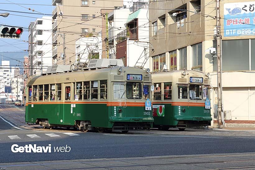 ↑1900形同士のすれ違い。1902号車「桃山」、1909号車「清水」のように京都に縁の深い愛称が付く