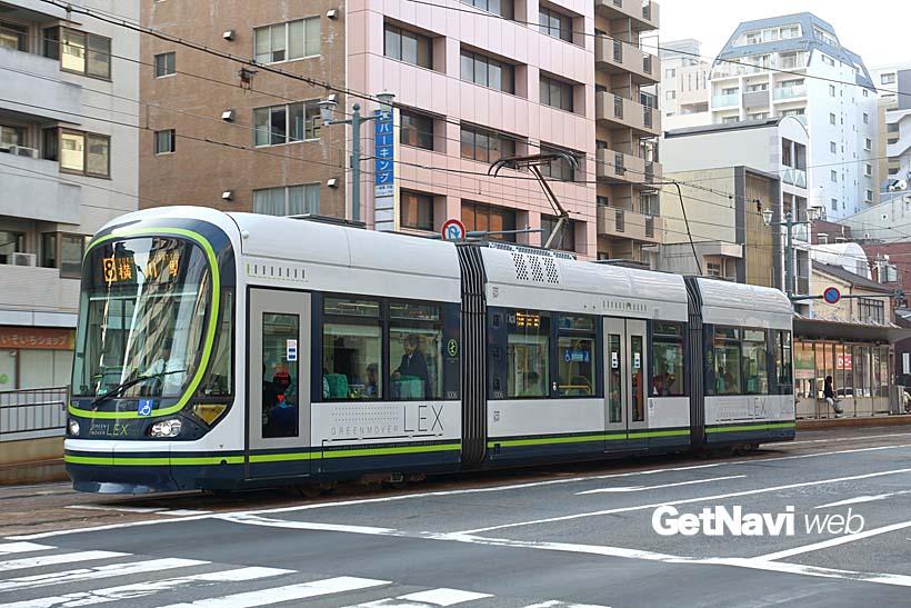 ↑2014年に運転開始した1000形「グリーンムーバー・レックス」。市内線で活躍する最新車両だ