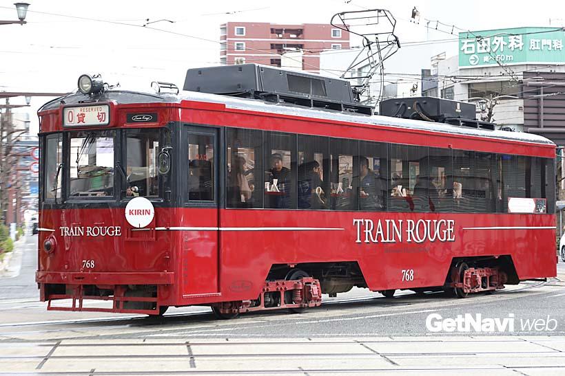 ↑2016年の夏から走る「TRAIN ROUGE(トラン・ルージュ)」は車内で飲食が楽しめる観光電車だ