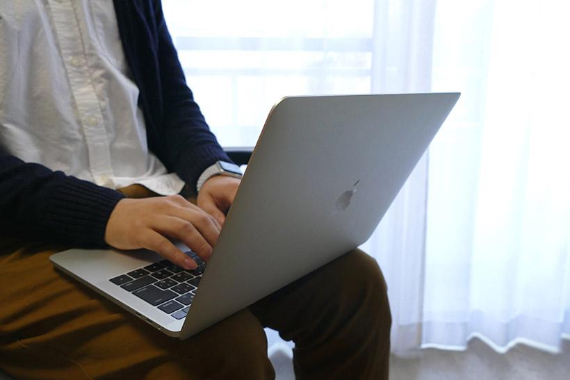 ↑MacBook Proを膝上で使ってみた
