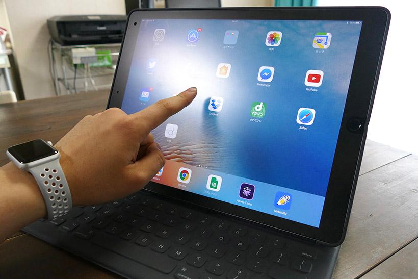 ↑iPad Proでは直接画面をタッチ(写真は指紋防止用フィルムを貼り付けてある)