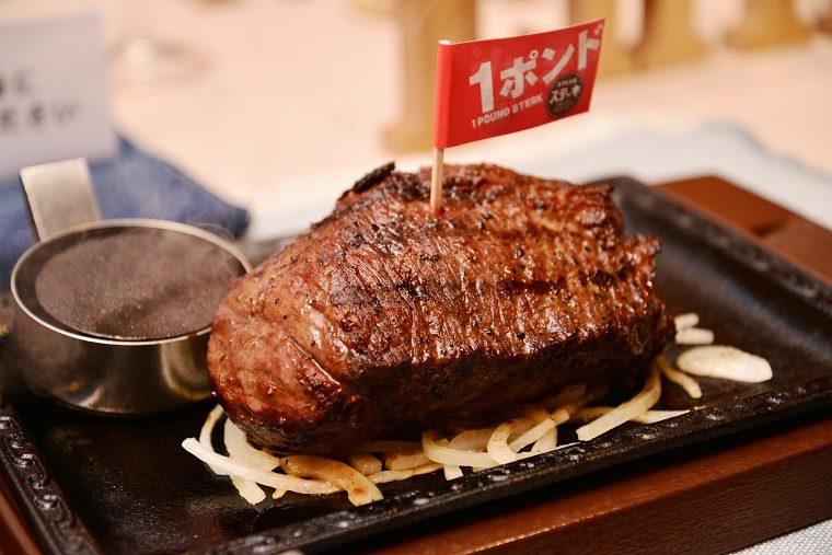 ↑イチボの熟成赤身ステーキ1ポンド 税抜2799円(健康サラダバー付き)