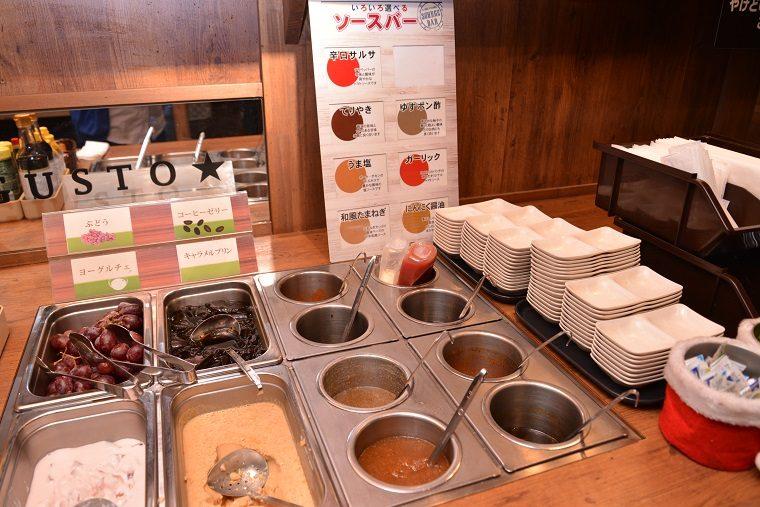 ↑ソースバーには、和風たまねぎ、にんにく醤油、うま塩、ガーリック、てりやき、ゆずポン酢、辛口サルサと7種ものソースが。わさびや柚子胡椒なども用意されています