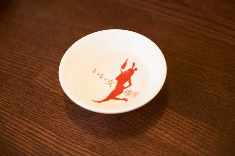 ↑日本酒イベントの盛り上がりやSNSにより、蔵元や作り手の顔が見えるようになったのもブームの火種のひとつ。こういった平杯ひとつにしても、業界に遊び心が浸透している証