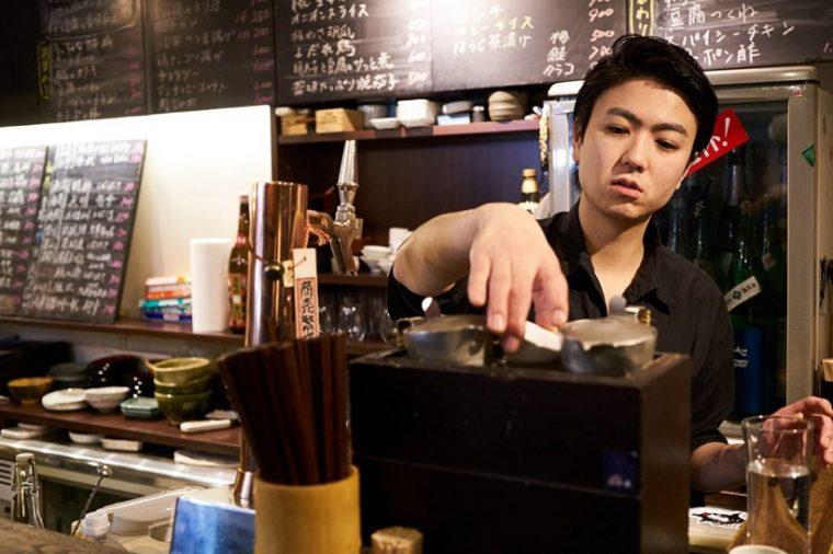 ↑お燗のように、温度帯の変化によって異なる味わいが楽しめるのも、日本酒の特徴。身体と心が温まるお燗で、新たな日本酒の扉が開いたという女性も多い