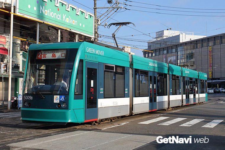 ↑宮島線の主力5000形。海外の多くの都市で使われるシーメンス社のコンビーノシリーズの電車を導入