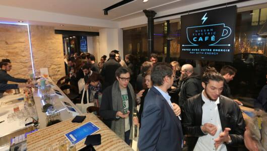 現金もカードも使えないカフェ!? 日産がパリで「EVカフェ」をオープン