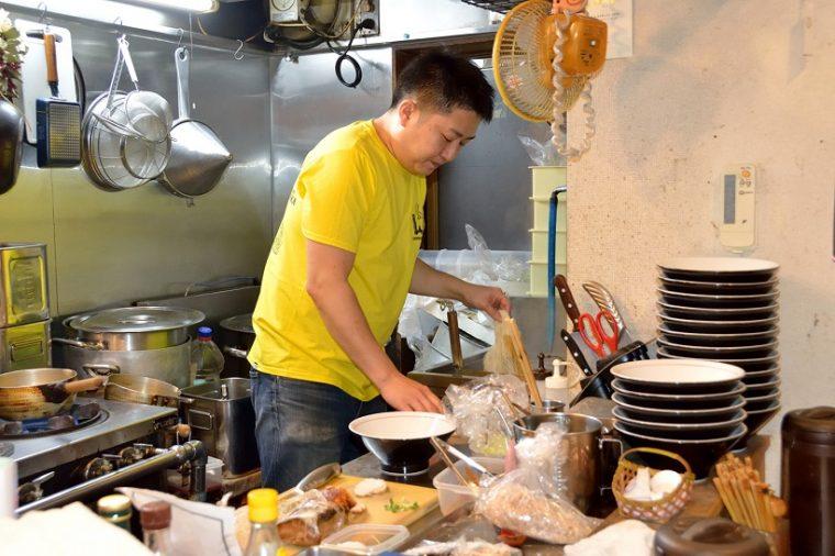 ↑カボちゃんこと窪川さん。笑顔が似合う柔和な人柄で、ラーメン店主をはじめたくさんの知り合いがいるそうです
