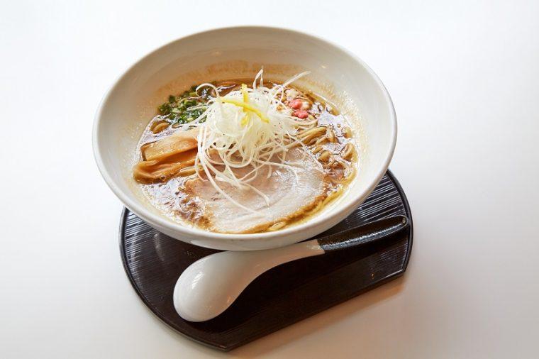 ↑らーめん(こってり/770円)。ちなみに麺は150gで、平日17:00までは大盛(1.5倍)が無料です