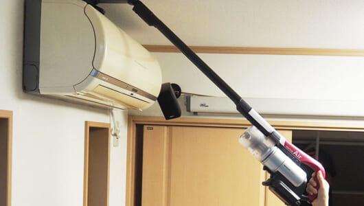 まさに大掃除の申し子! 1台でエアコンも網戸もこなすシャープの超軽量スティック掃除機「ラクティブ エア」が気に入った!