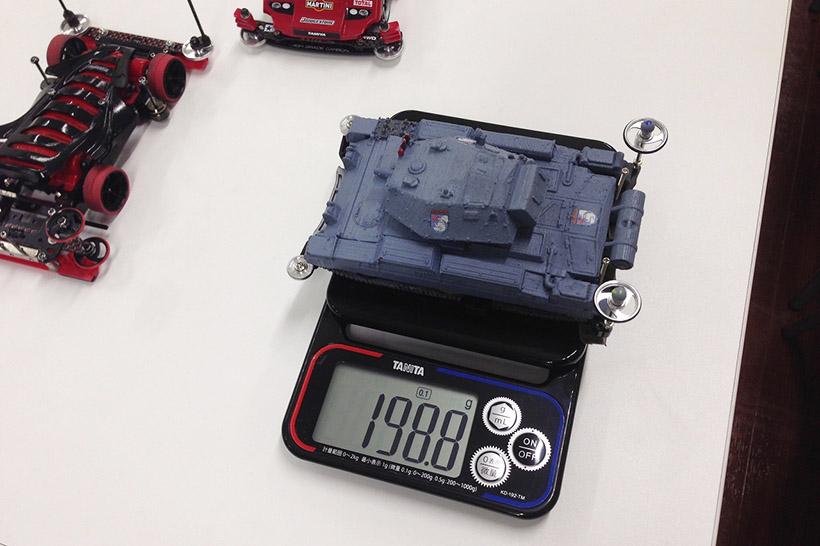↑ミニ四駆スケール KD-192-TMは0.1g単位で計測可能だ!