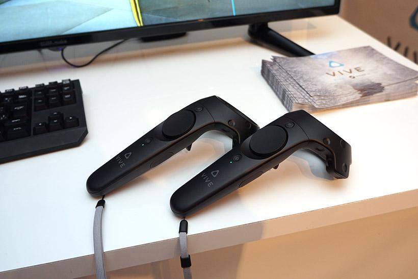 ↑HTC Viveのハンドルコントローラ。2本使います