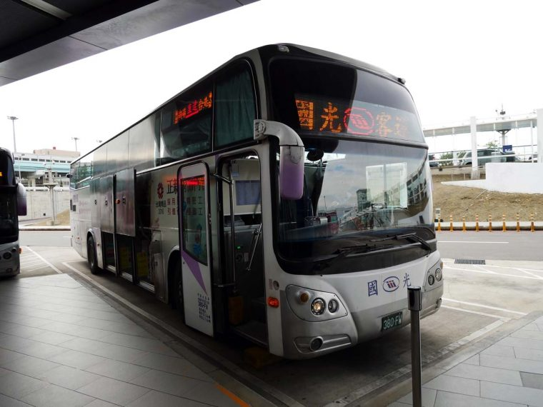 ↑台北市内へのアクセスはリムジンバスが便利。この日は国光客運が運行する1819路線を利用した