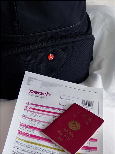 ↑ 海外旅行とはいえ日帰りなので、プリントしたEチケットとパスポート、それにカバンひとつで出掛けられる
