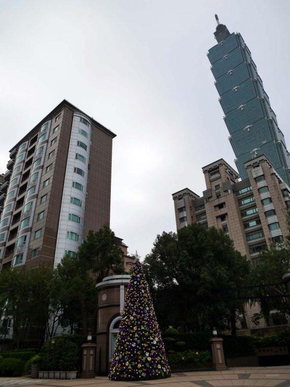↑ 「台北101」を近くの高級マンションから撮影