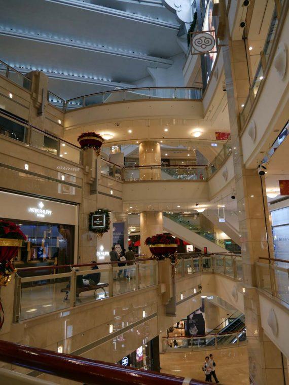 ↑「台北101」のショッピングエリアは吹き抜け構造となっている