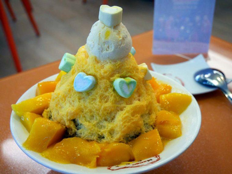 ↑マンゴーを使ったかき氷で知られる「マンゴーチャチャ」で食べた「マンゴーチャチャ雪花氷」