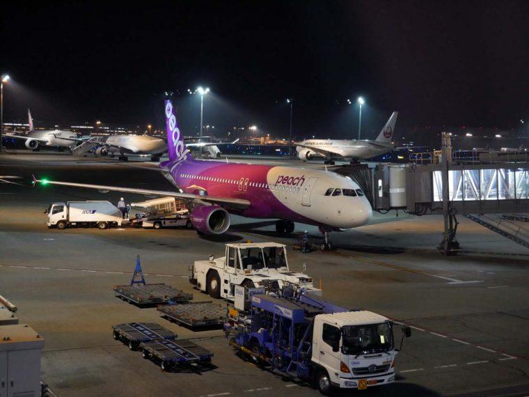 ↑羽田空港に着いたPeachのA320-200