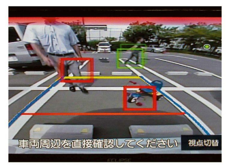 ↑別売のパーキングアシスト・カメラ機能拡張BOX「BSG17」を使うと障害物検知をはじめ、進行方向予測線の表示や視点変換も行えるようになる