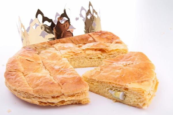 16569312 - epiphany cake