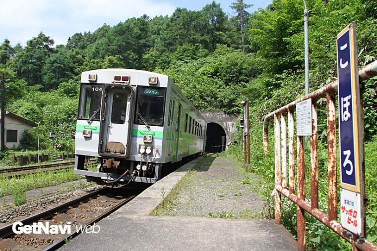 """↑室蘭本線の小幌駅は""""日本一の秘境駅""""として知られる。廃止予定だったが、地元の声が実り存続された"""