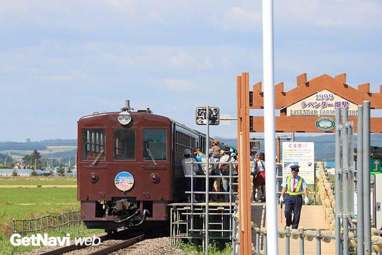 ↑旭川〜富良野を走る富良野・美瑛ノロッコ号。観光列車はJR北海道の窮状を救う手だてにきっとなる