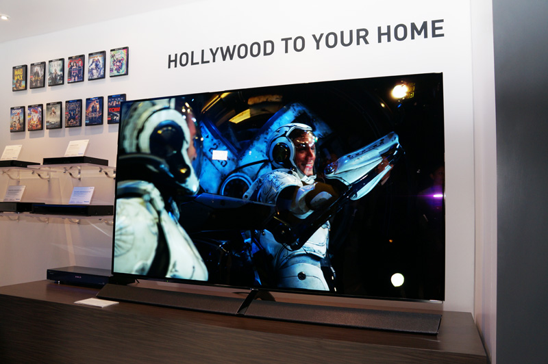 ↑CES 2017に展示されたパナソニックの有機ELテレビ「「65EZ1000」」(国内未発表)