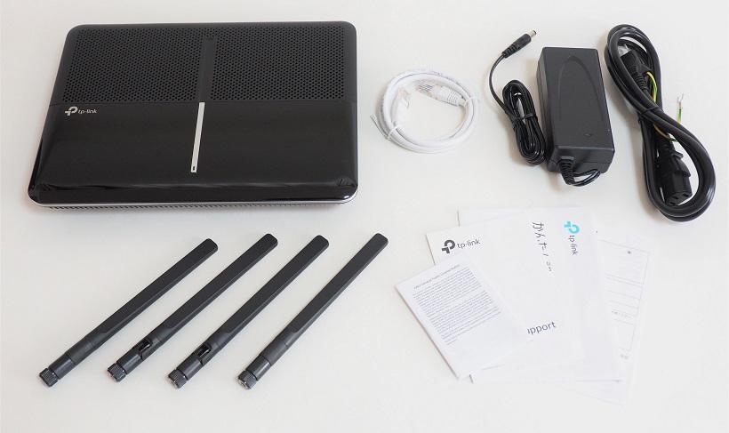 ↑同梱物一覧。左上から、本体、LANケーブル、ACアダプター、電源ケーブル、アンテナ×4、マニュアル類