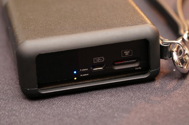 ↑SDカードスロットなどを搭載。プレーヤー機能が追加される