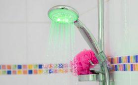 意外な方法で水道代のムダを防げるシャワーヘッドが「この発想はなかった!」と海外で話題に