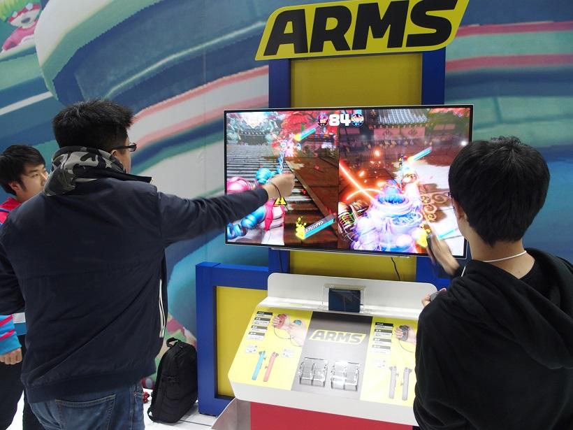 ↑Joy-Conを両手に持って、パンチを繰り出すことで、ゲーム中でも攻撃することができます