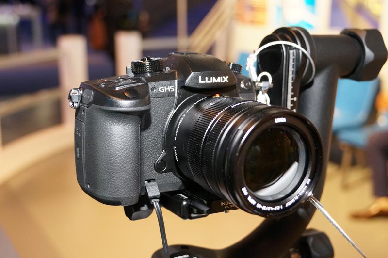 ↑パナソニックの4K/HDR動画撮影に対応する予定の「LUMIX GH5」