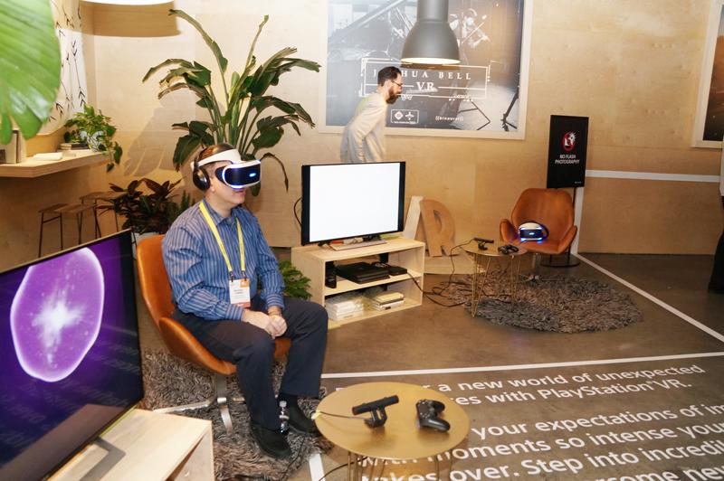 ↑賑わうPlayStation VRの展示コーナー