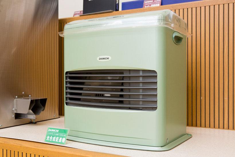 ↑炭酸ガスを発生する光合成促進機。筆者は光合成促進機という製品が世の中にあることを、ここで初めて知りました