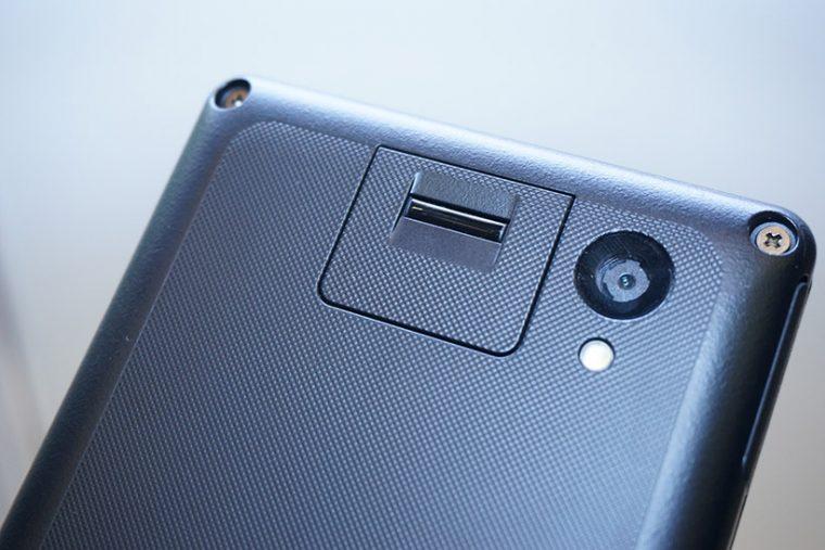 ↑指紋センサーやカメラなどは、一般的なスマホやタブレットと同様に搭載されています
